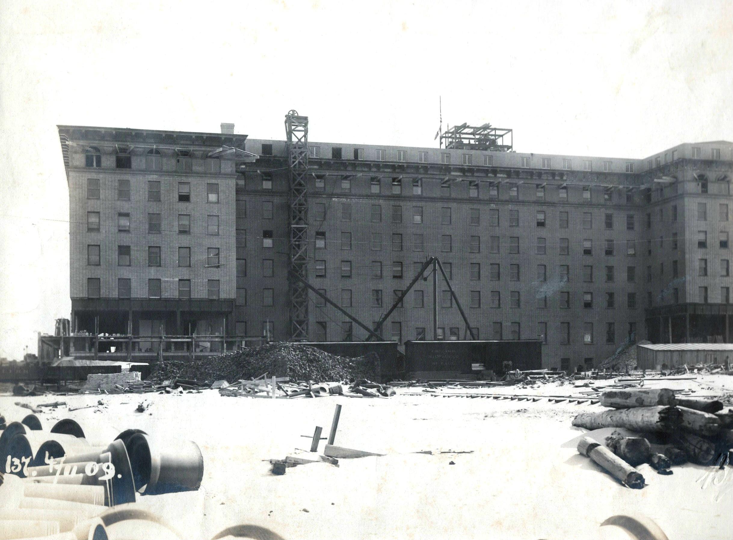 Hotel Nassau 1909 Construction June 19 (2).jpg
