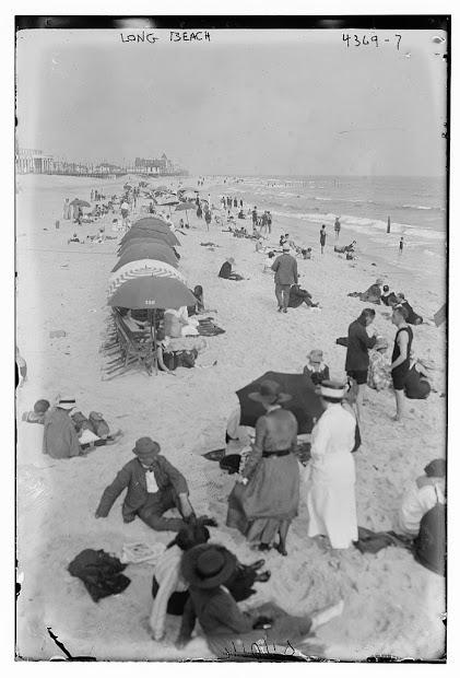 Hotel Nassau 1910 Beach 2.jpg