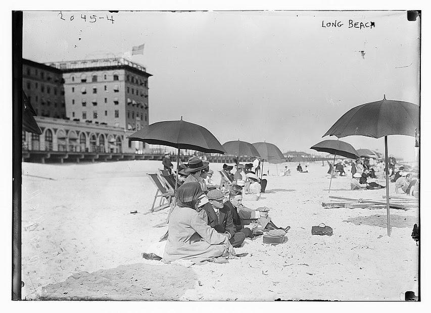 Hotel Nassau 1910 Beach.jpg