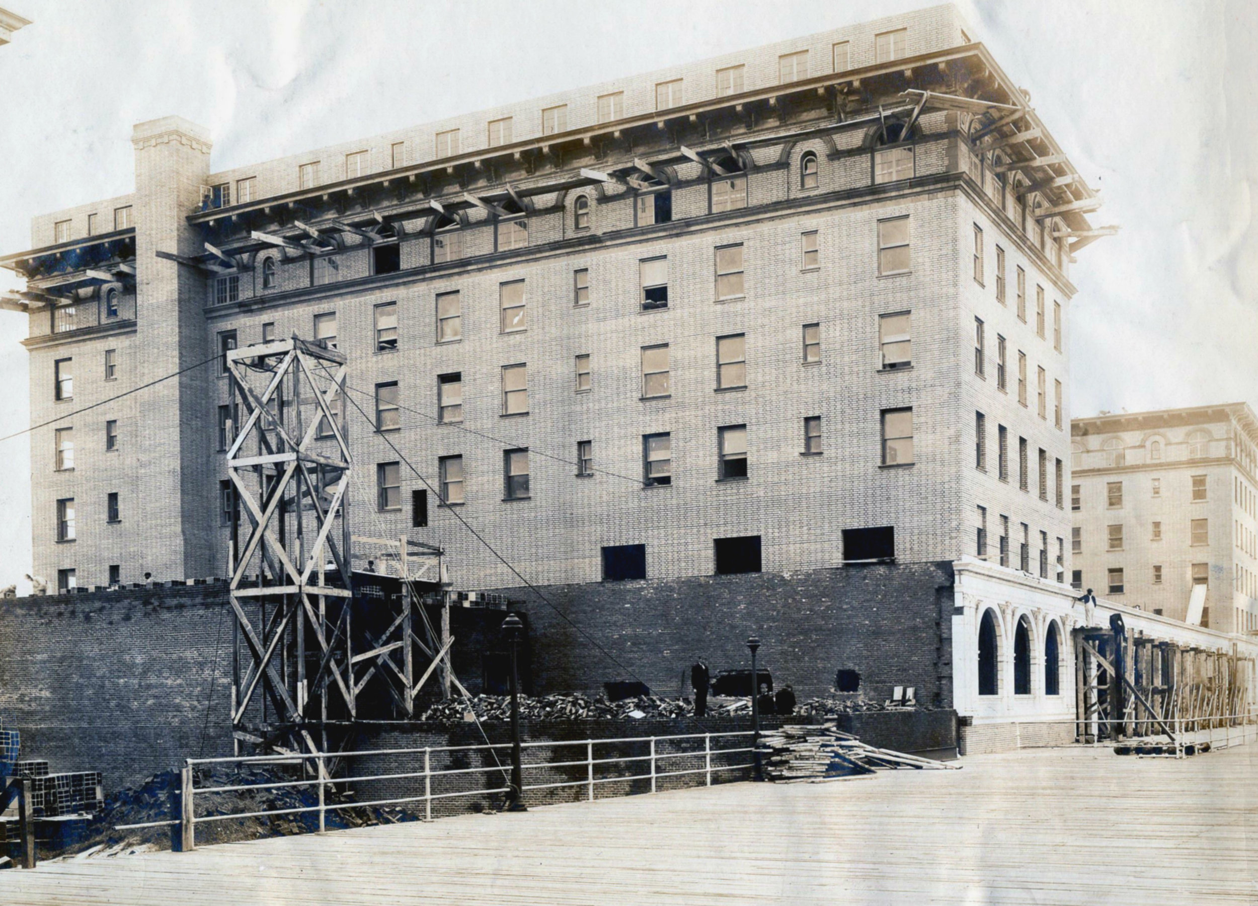Hotel Nassau 1909 Construction June 19 3.jpg