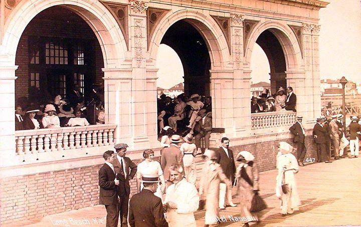 Hotel Nassau 1910 Party.jpg