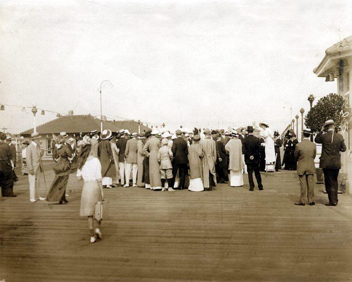 Hotel Nassau 1918 Votes for Women.jpg