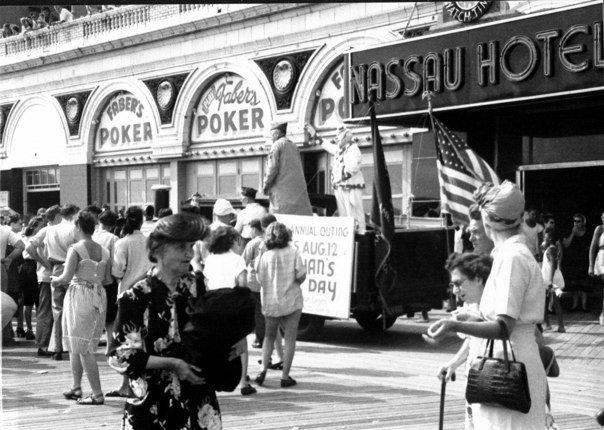 Hotel Nassau 1947 Farber's Dr. Tydings.jpg
