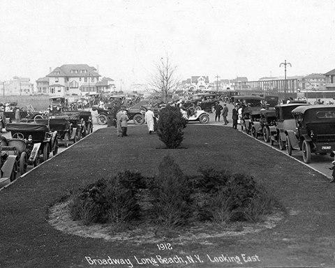 Broadway Looking East   1912.jpg