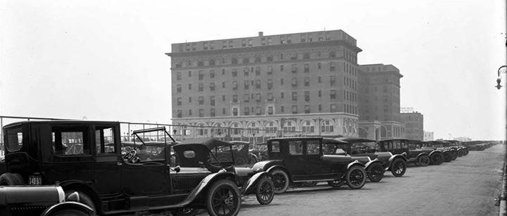 Broadway Looking West  August 1919.jpg
