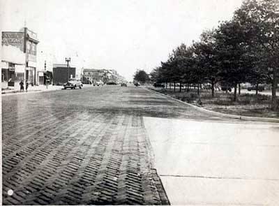 Park Avenue Looking East Magnolia & National 1938.jpg