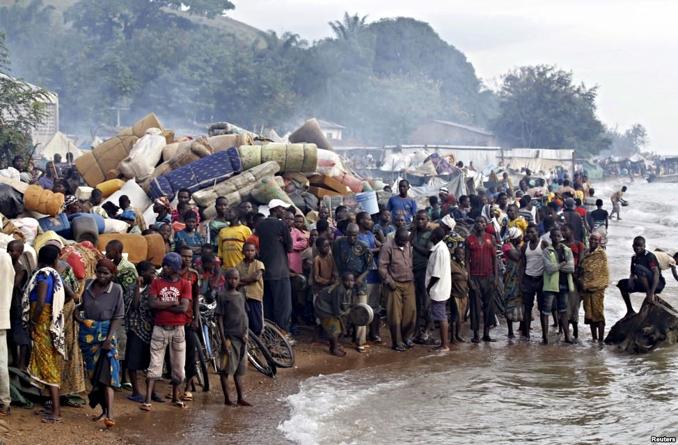 Burundian refugees gather on the shores of Lake Tanganyika in Kagunga village in Kigoma region in western Tanzania, as they wait for MV Liemba to transport them to Kigoma township, May 17, 2015. (Reuters)