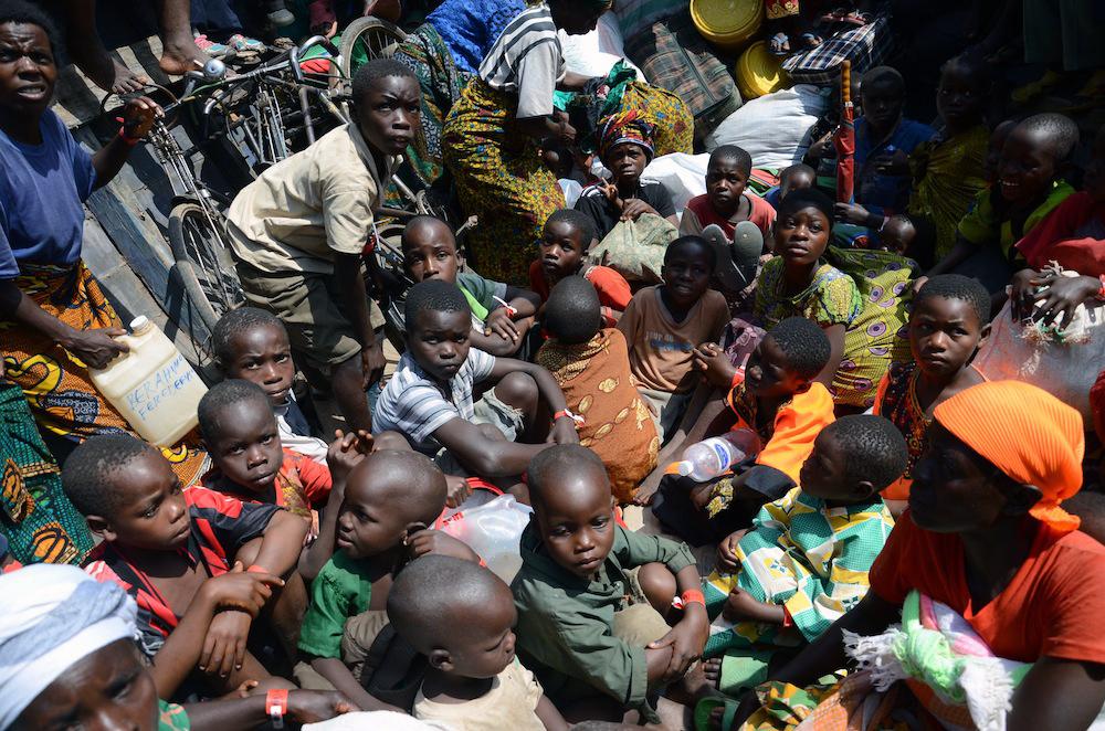 Child refugees arriving in Tanzania[Azad Essa/Al Jazeera]