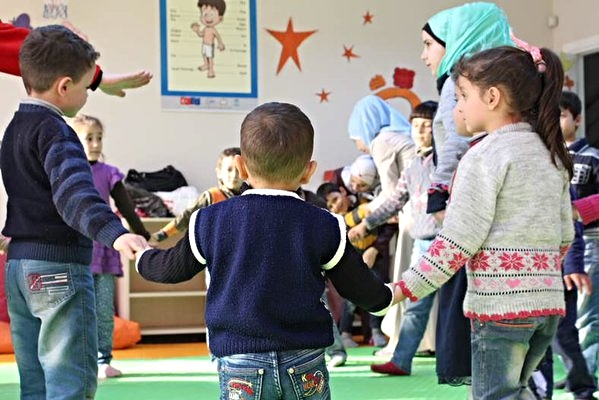 Turkish Red Crescent works with kids in Istanbul Community Center, providing them a safe space.