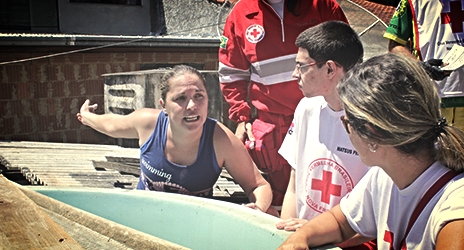 Brazilian Red Cross volunteers have developed an information campaign on the spread of Zika virus as they eliminate potential mosquito breeding sites in the city of Nova Friburgo, Rio de Janeiro state. Photo credit:Miguel Domingo García,IFRC