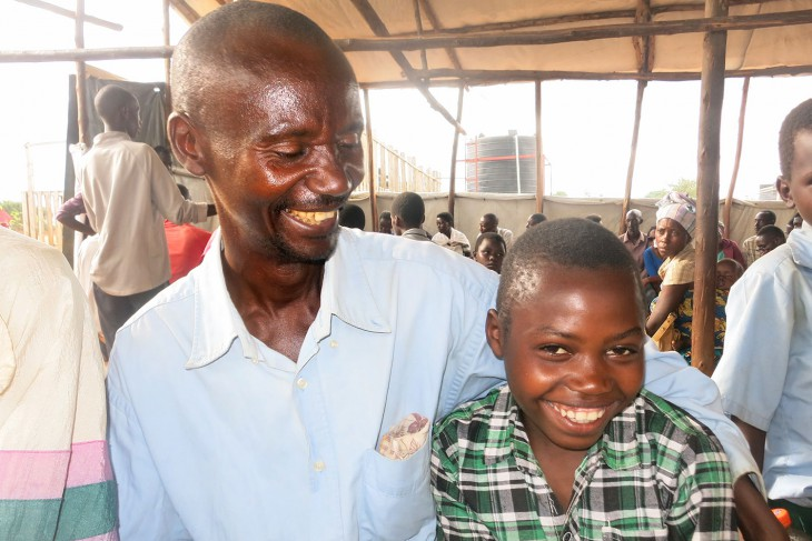 Gérard and his father are inseperable. Photo credit: BY-NC-ND / ICRC / E. Nyandwi