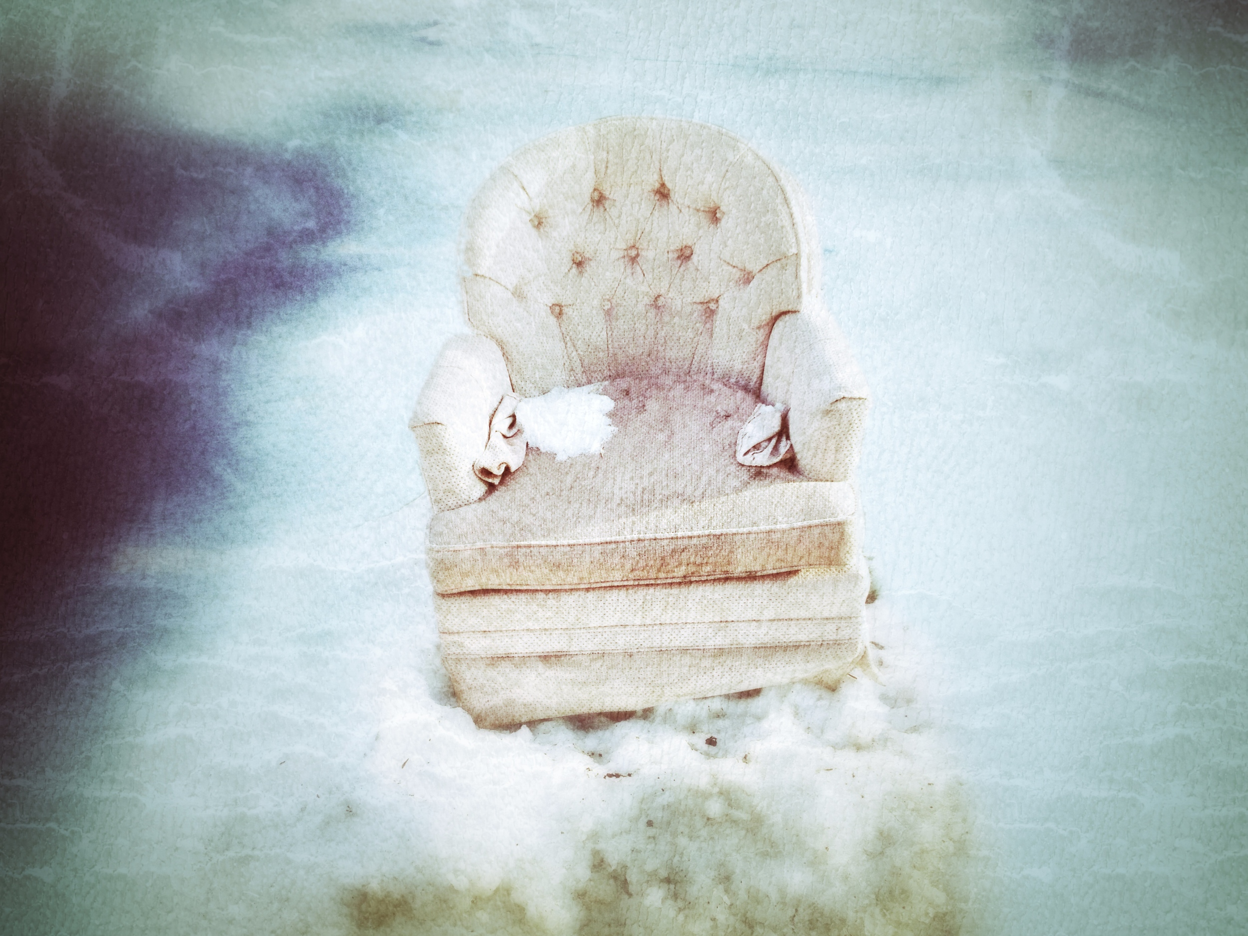 The pinky throne of the winter fairy or memories of the recycling day