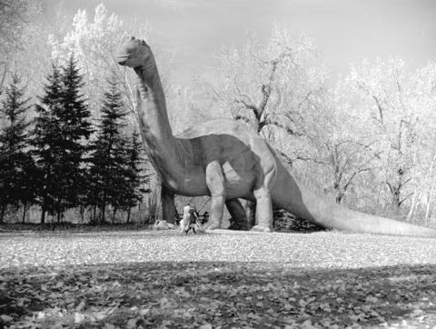 Dinny the Dinosaur at the Calgary Zoo, as he once was. (Photo:  City of Vancouver Archives )