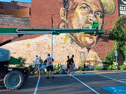 People help paint the Clemente Landmark Mural with Kyle Holbrook
