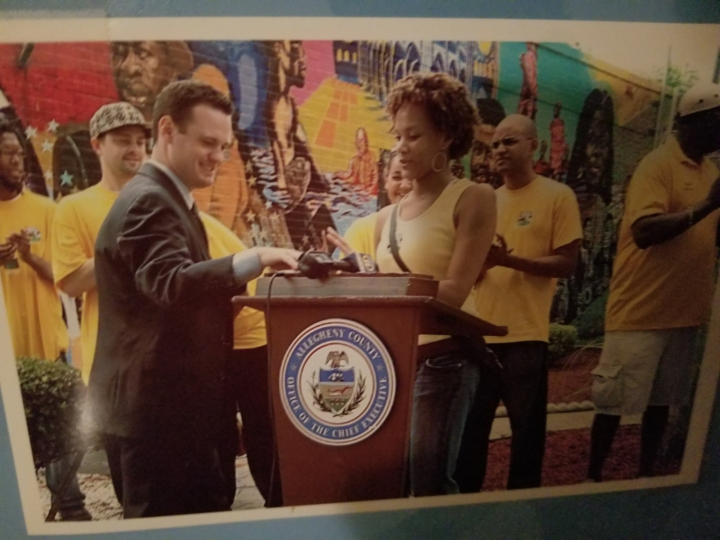 Major Ravenstahl delivering an award to Proclamation MLK Mural day (8/7/2006) in Pittsburgh, PA to marketing MLK Mural Director Anji Corley