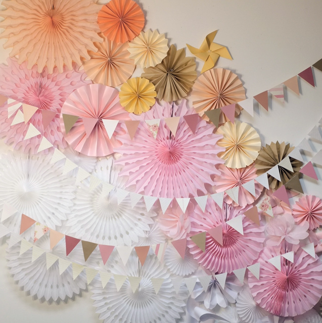 Paper photobooth backdrop DIY by Alana Jones Mann