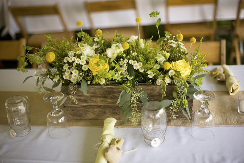 DIY barn centerpieces yellow daisies