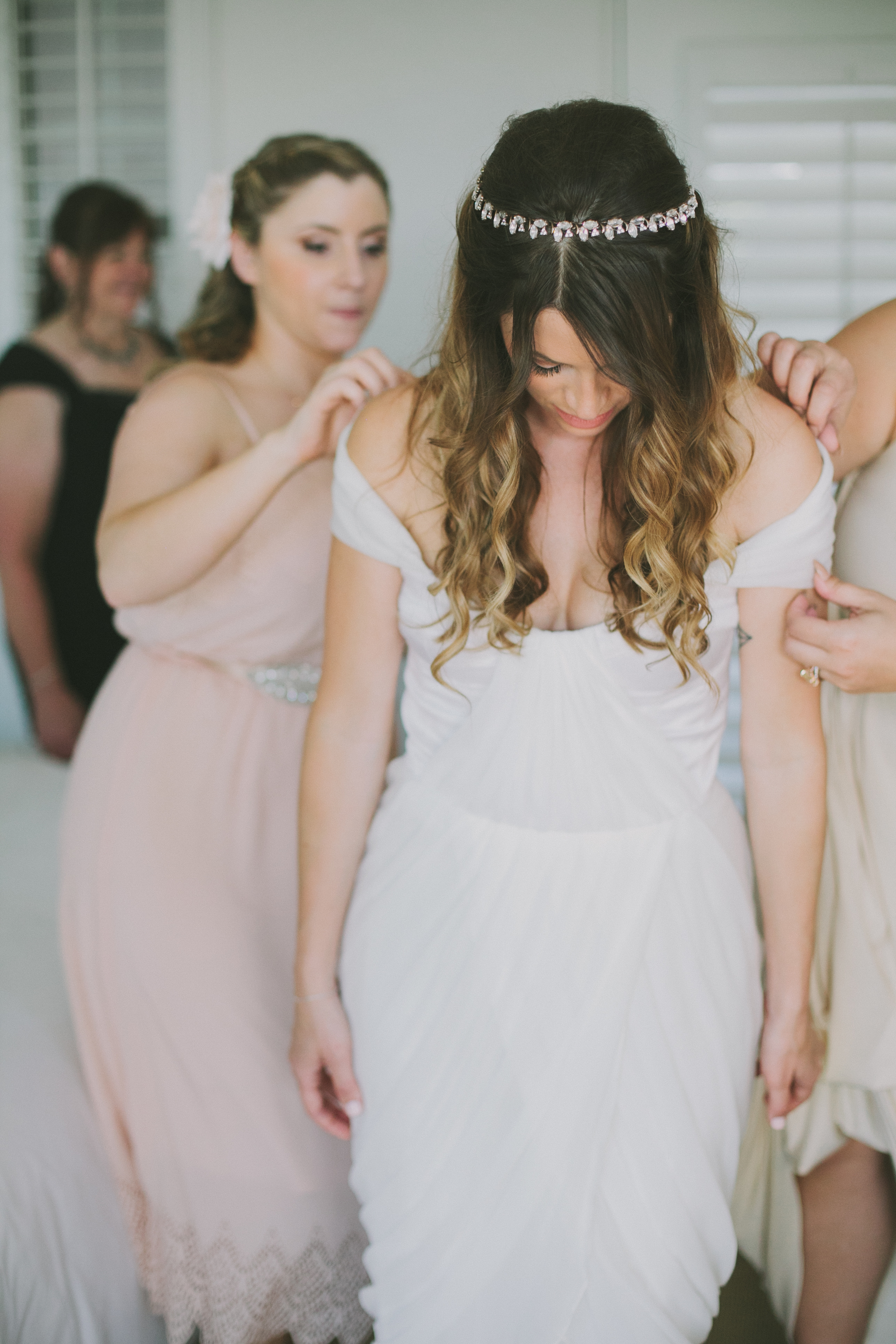 Palm Springs bride getting dressed in her Winifred Bean Tulipe wedding gown