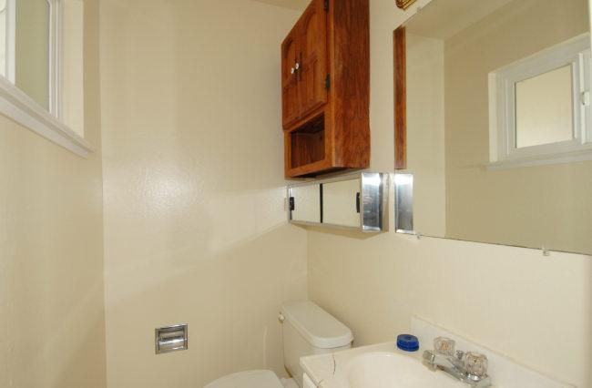 Half-bathroom.jpg