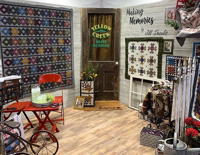 Day 3! 😀 Stop by booth 925 to see @yellowcreekquiltdesigns award-winning Making Memories booth! #quiltmarket #rkatqm