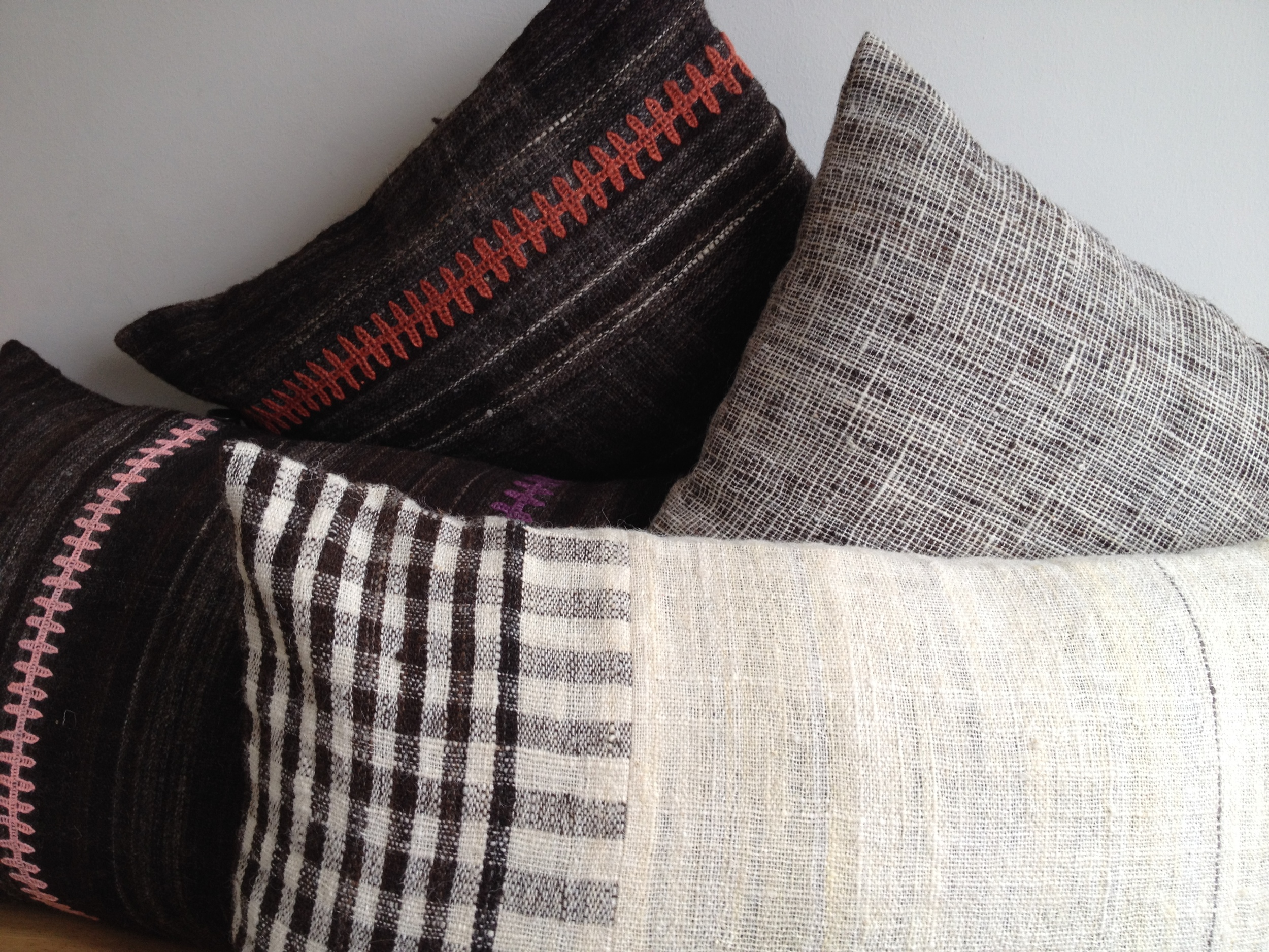 StitchByStitch_Desi_cushions_nat