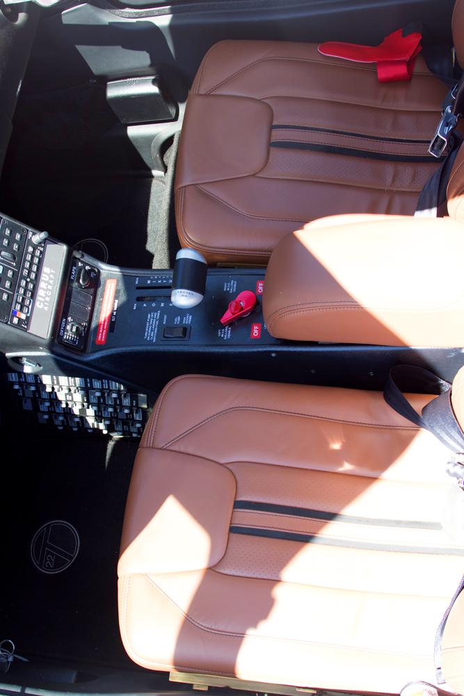 N241LM-pilot-seat.jpg