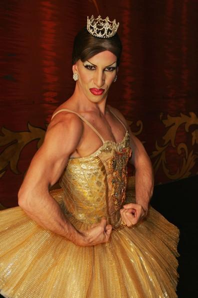 les_ballets_grandiva_men_tutus_hits_sydney_tvue2eb-xvpl-jpg