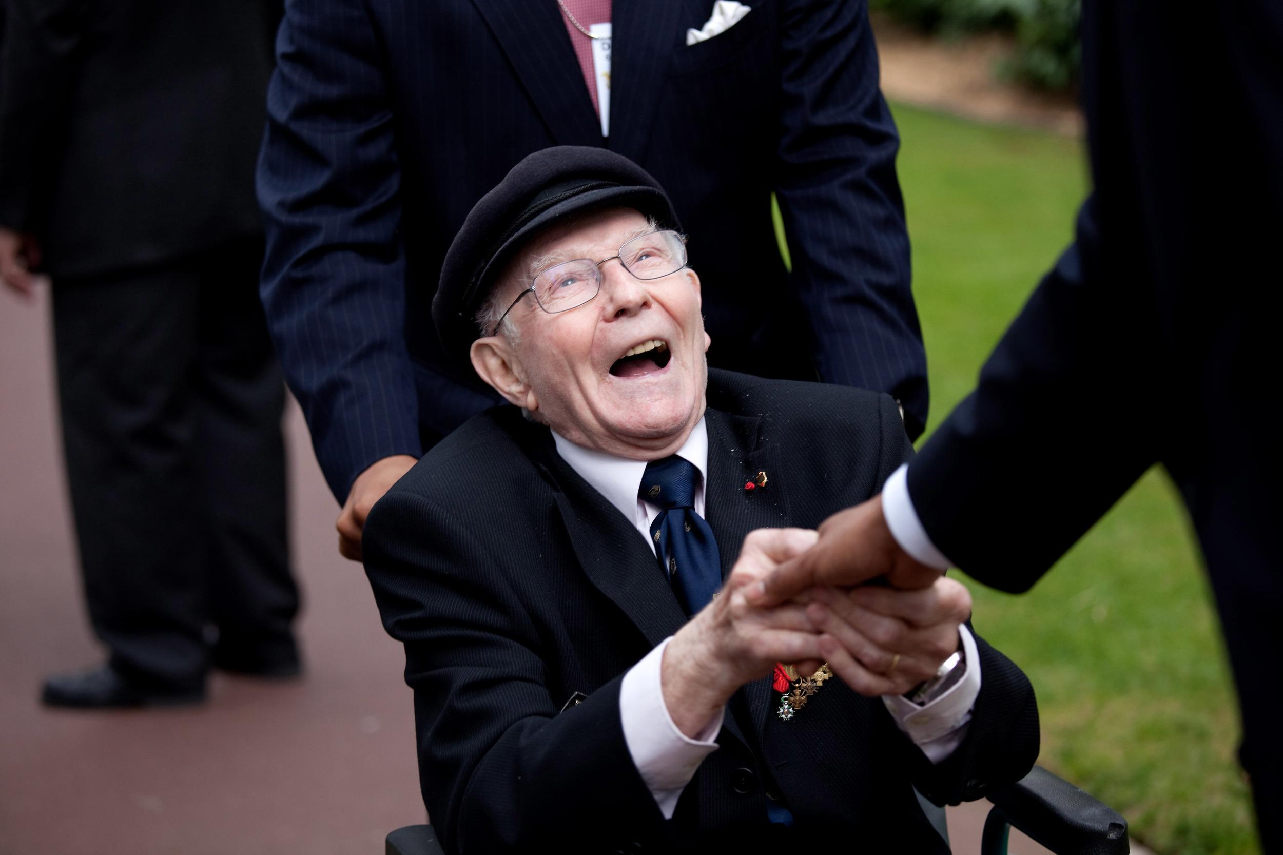 0519-0908-1001-2534_military_veteran_in_a_wheelchair_shaking_hands_o.jpg