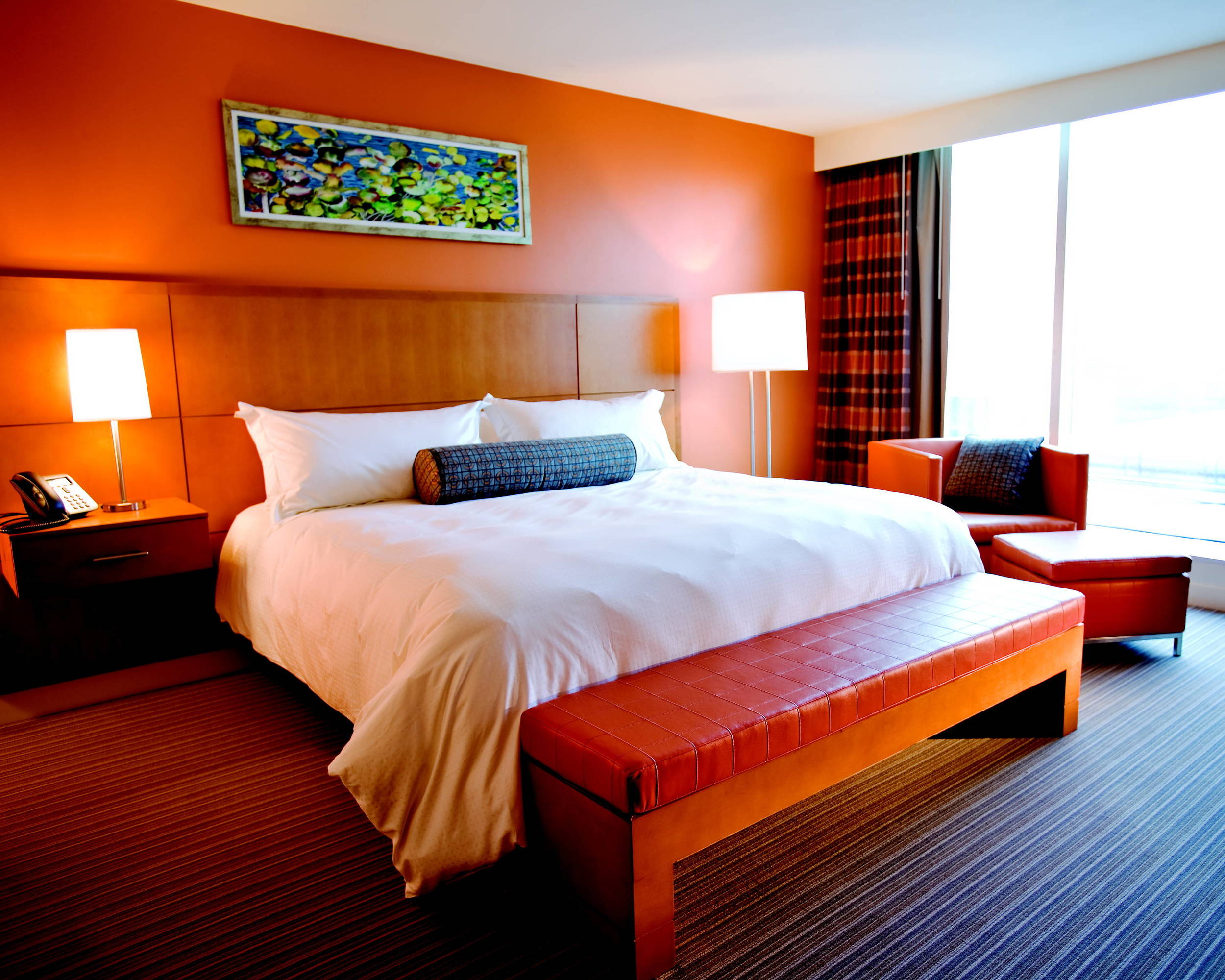 greektown_hotel_room_king-sized_bed.jpg