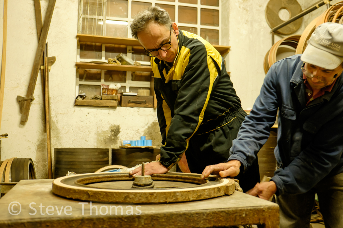 ghisallo-wooden-rims-italy_17490576003_o.jpg