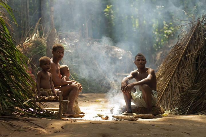 Baaka alrededor del fuego