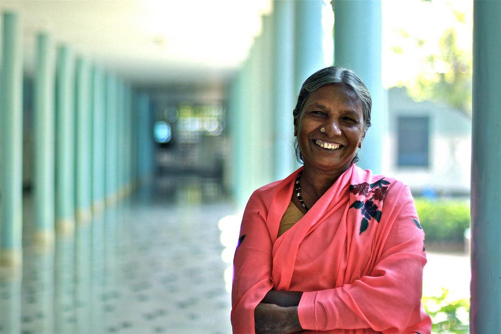 Retrato de una mujer india. Una de las instantáneas expuestas en «Estampas de India y Camerún».