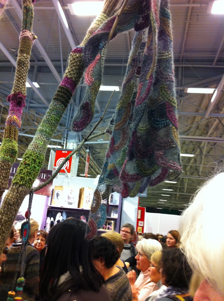 This shawl captivated me with it's mix of textures and colours.