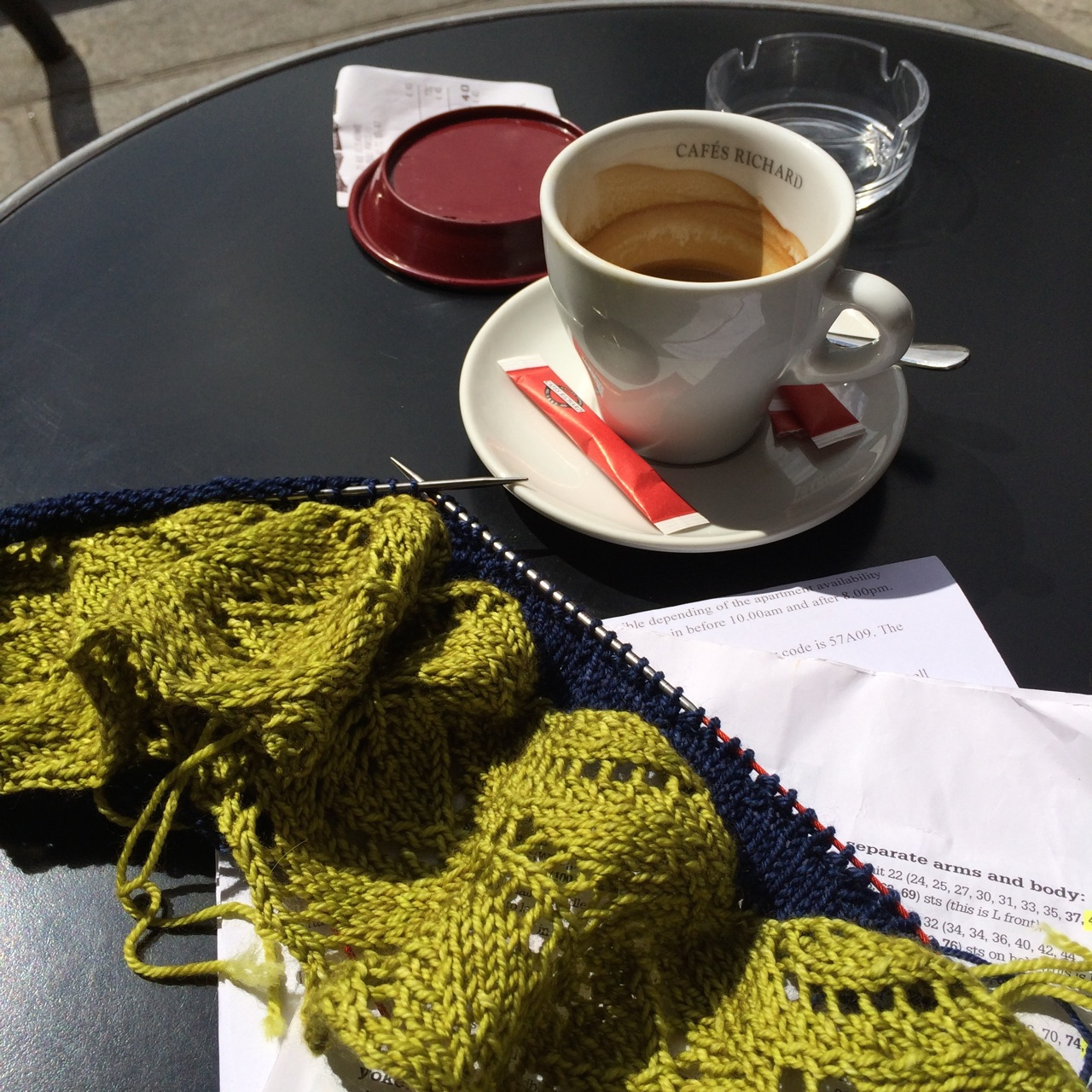 Nothing like knitting in a Paris cafe! The collar well under way.