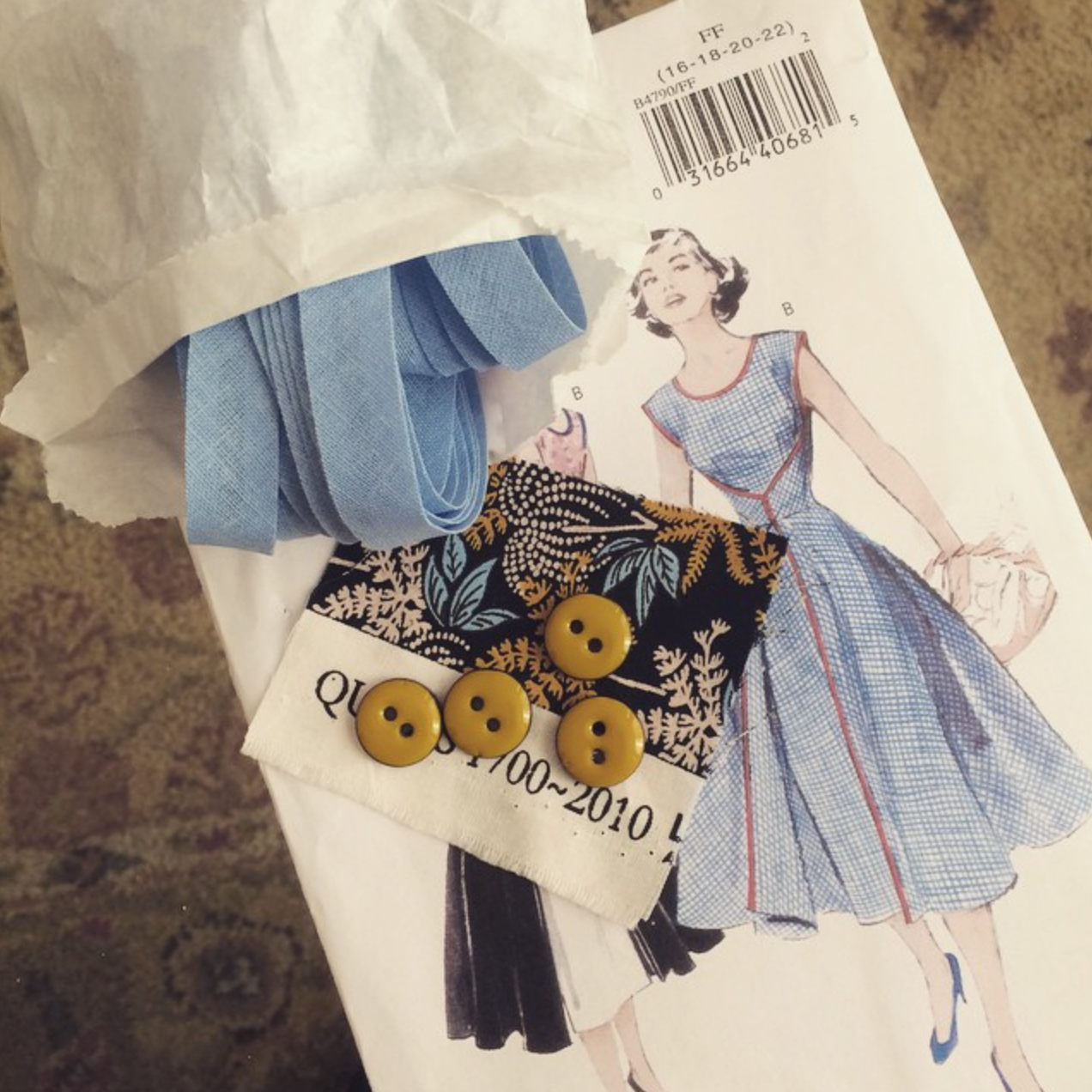 Vintage fabric for a vintage dress? Yes please!