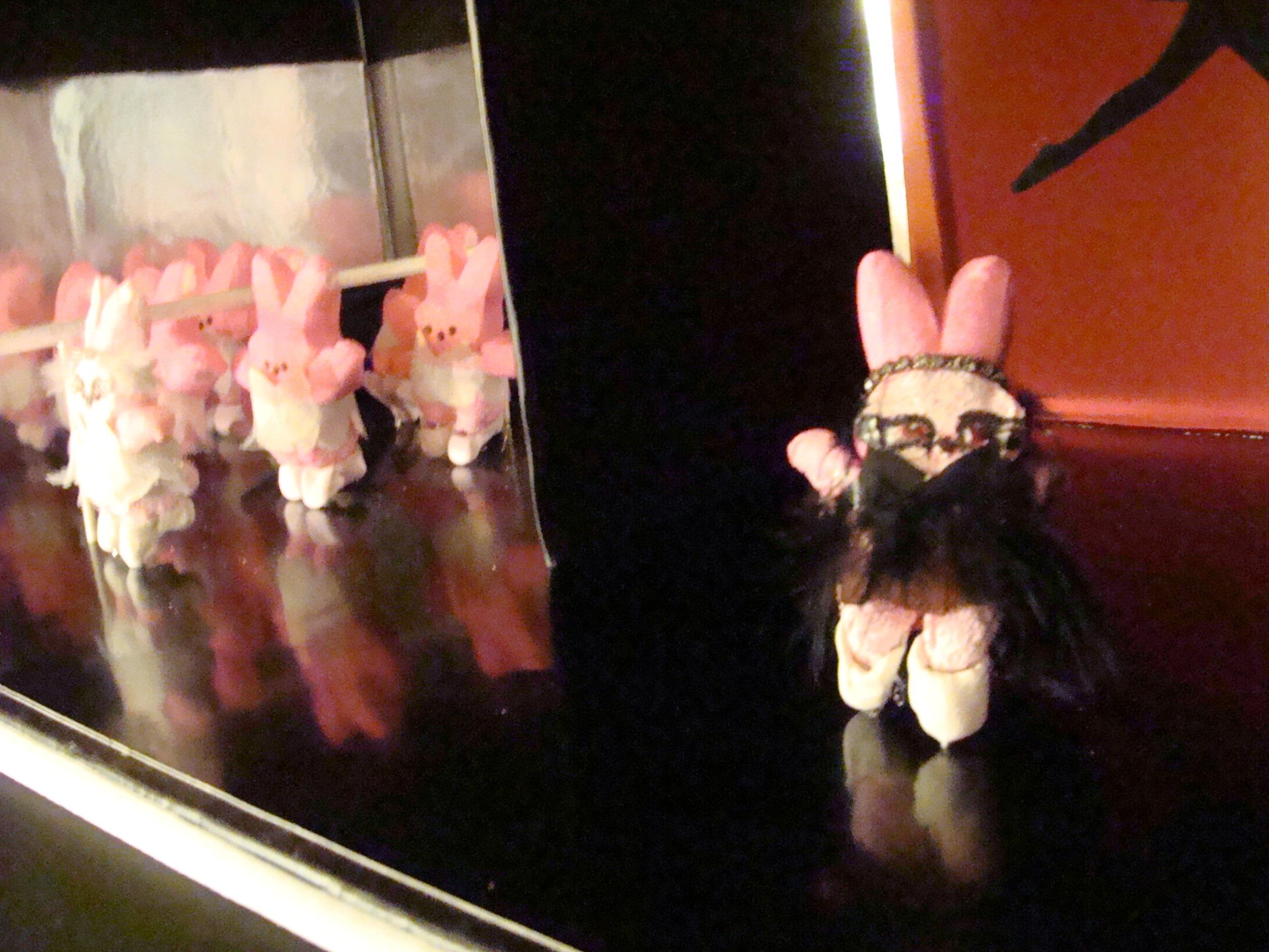 Black Peep diorama alt angle