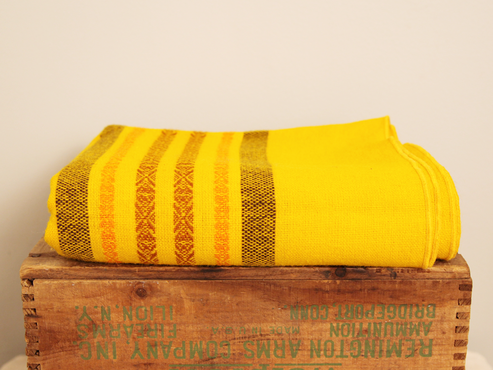 tablecloth_yellow4.png