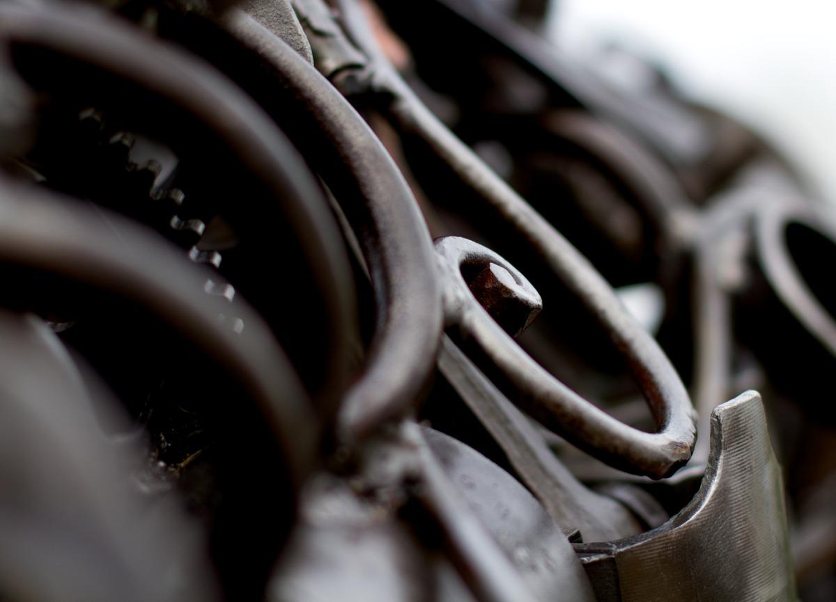 2011-05-22 at 17-04-25 grey metal orca sculpture steal still life swy-a-lana nanaimo.jpg