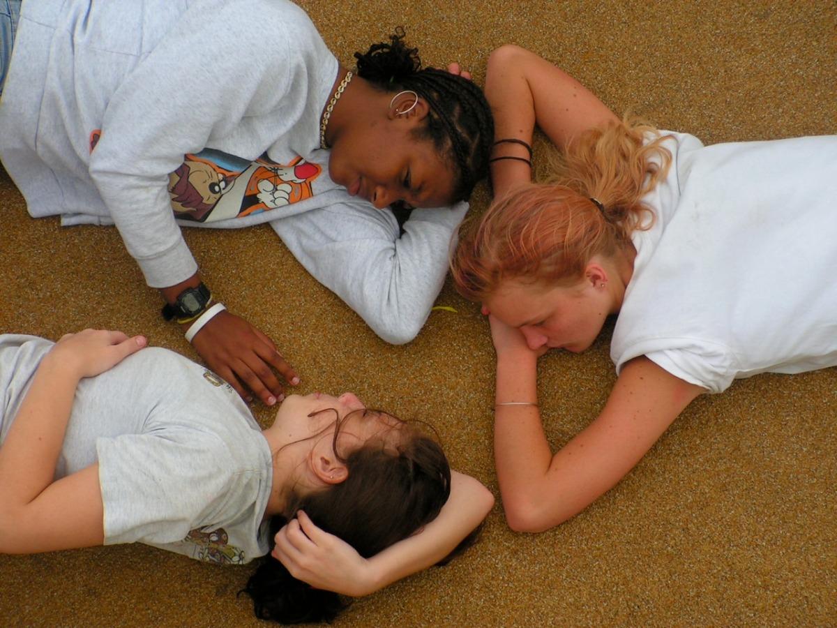 2006-01-27 at 09-57-32 friends friendship girls hair laying portraits relax talk.jpg