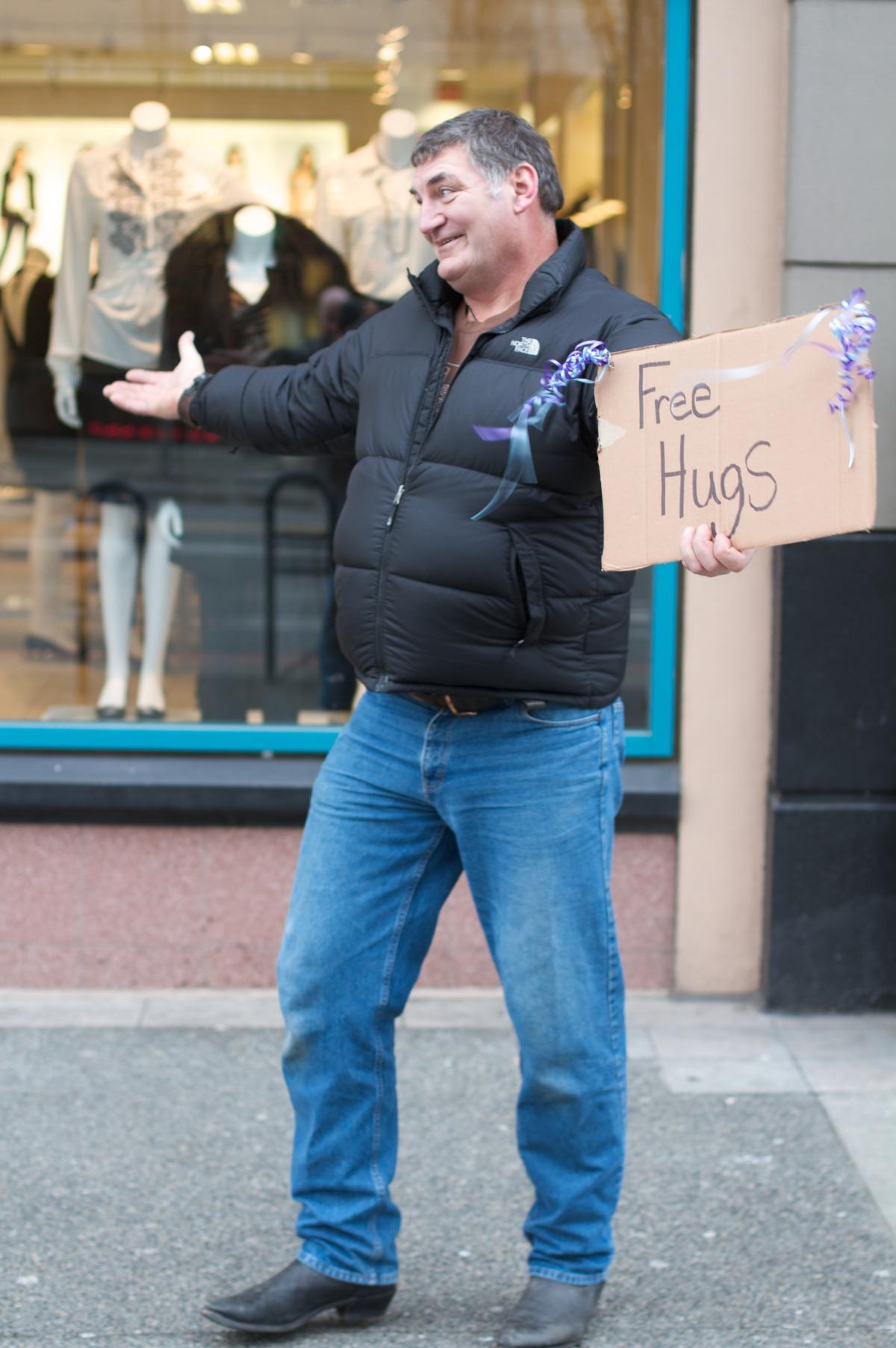 2010-12-18 at 10-47-57 hugs man street life.jpg