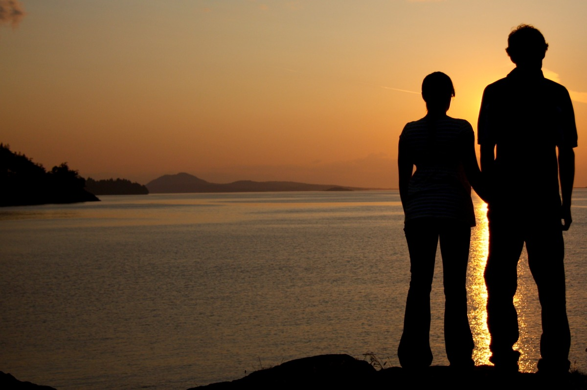 2009-06-07 at 08-44-00 silhouette lovers couple.jpg