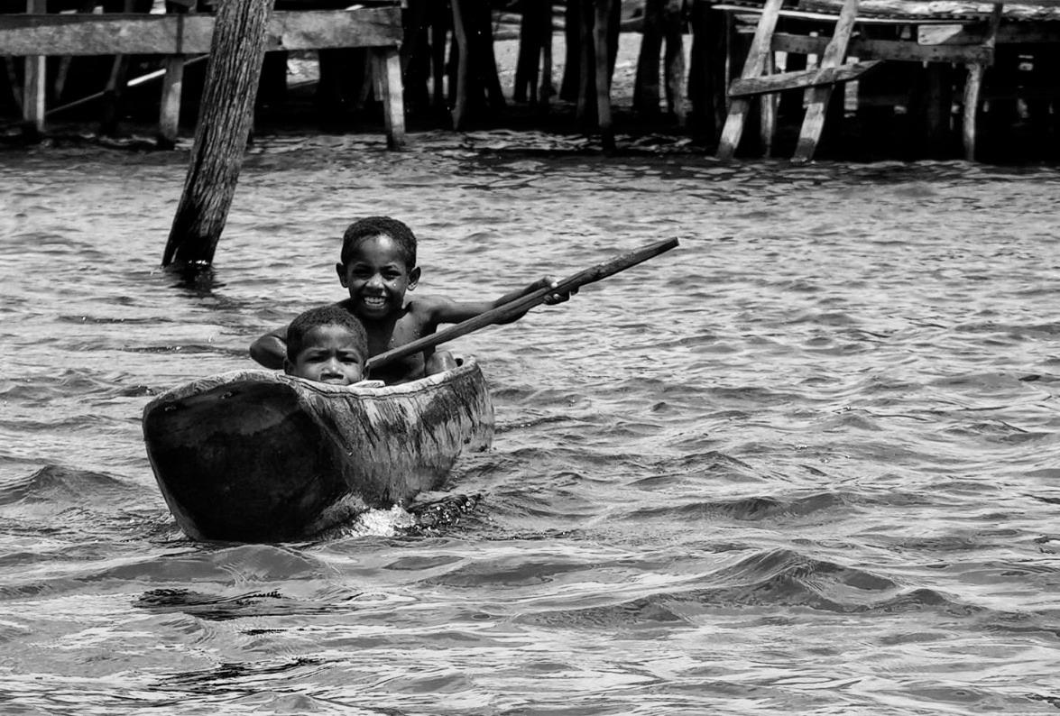 pict7148 indonesia papua sentani lake boy dugout canoe joy paddle.jpg
