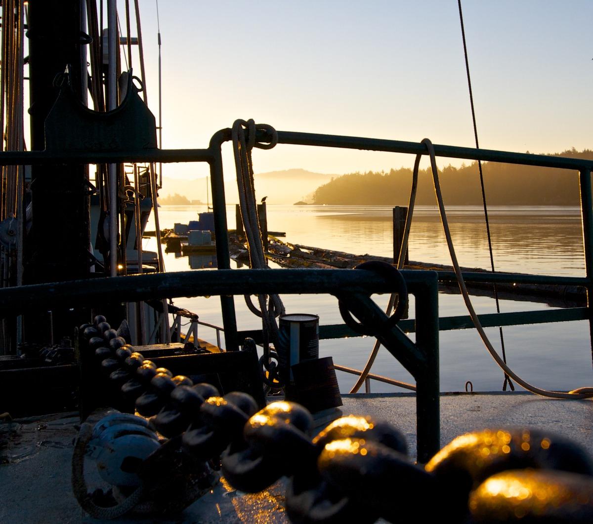2012-08-12 at 05-39-17 sunrise, chain, ship, boat, ocean, mist, morning.jpg