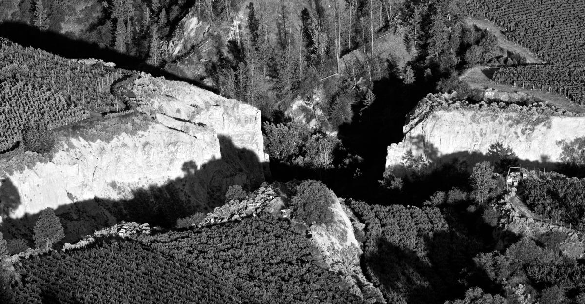 2012-07-30 at 18-34-28 landscape, nature, orchard, farm, ravine, valley, canyon, summerland, okanagan.jpg