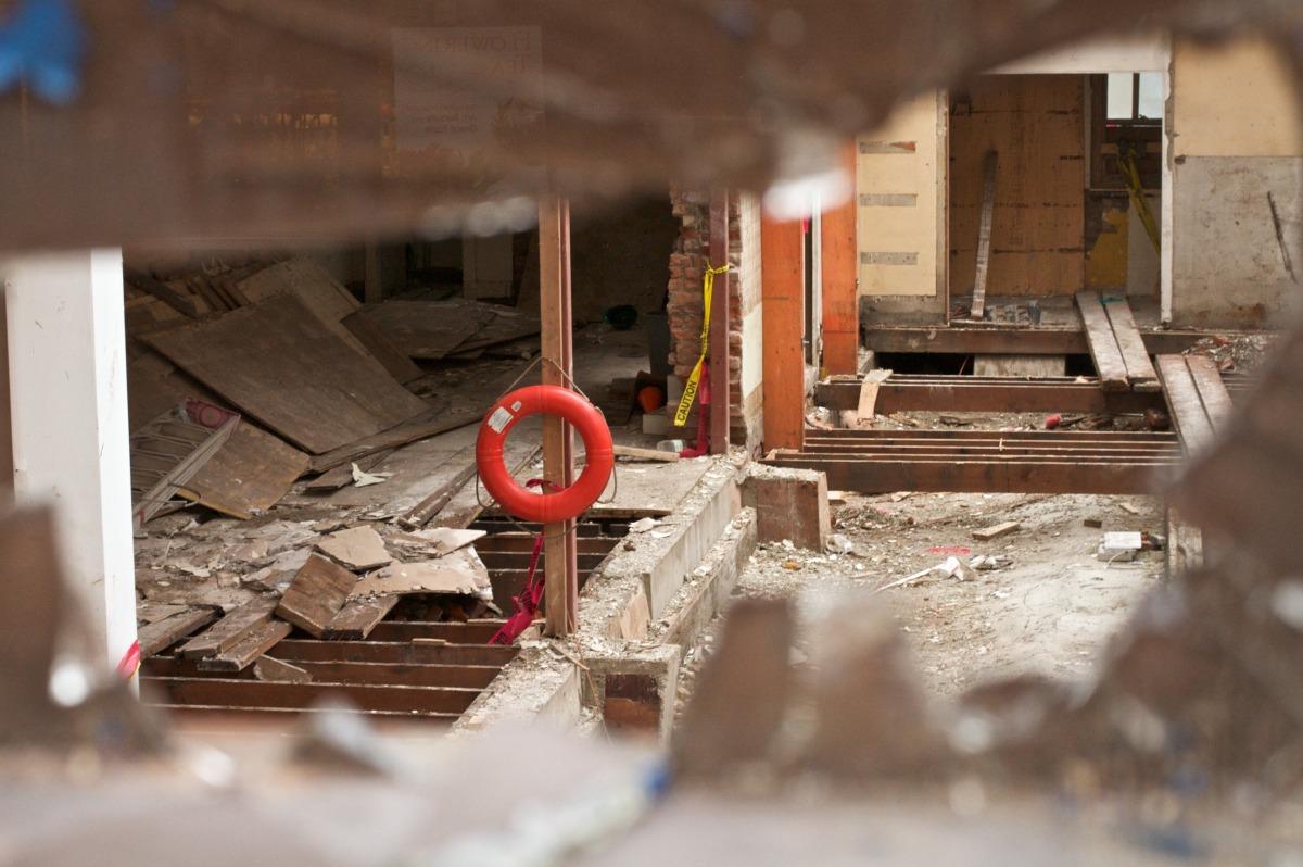 2010-12-18 at 10-40-04 urban decay destruction window demolition life preserver.jpg
