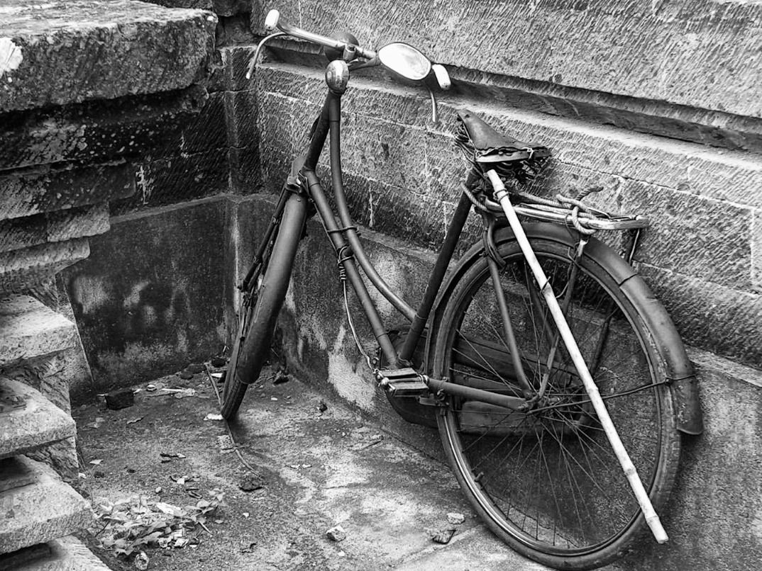 2006-01-06 bali battered bicycle bike cycle indonesia old.jpg