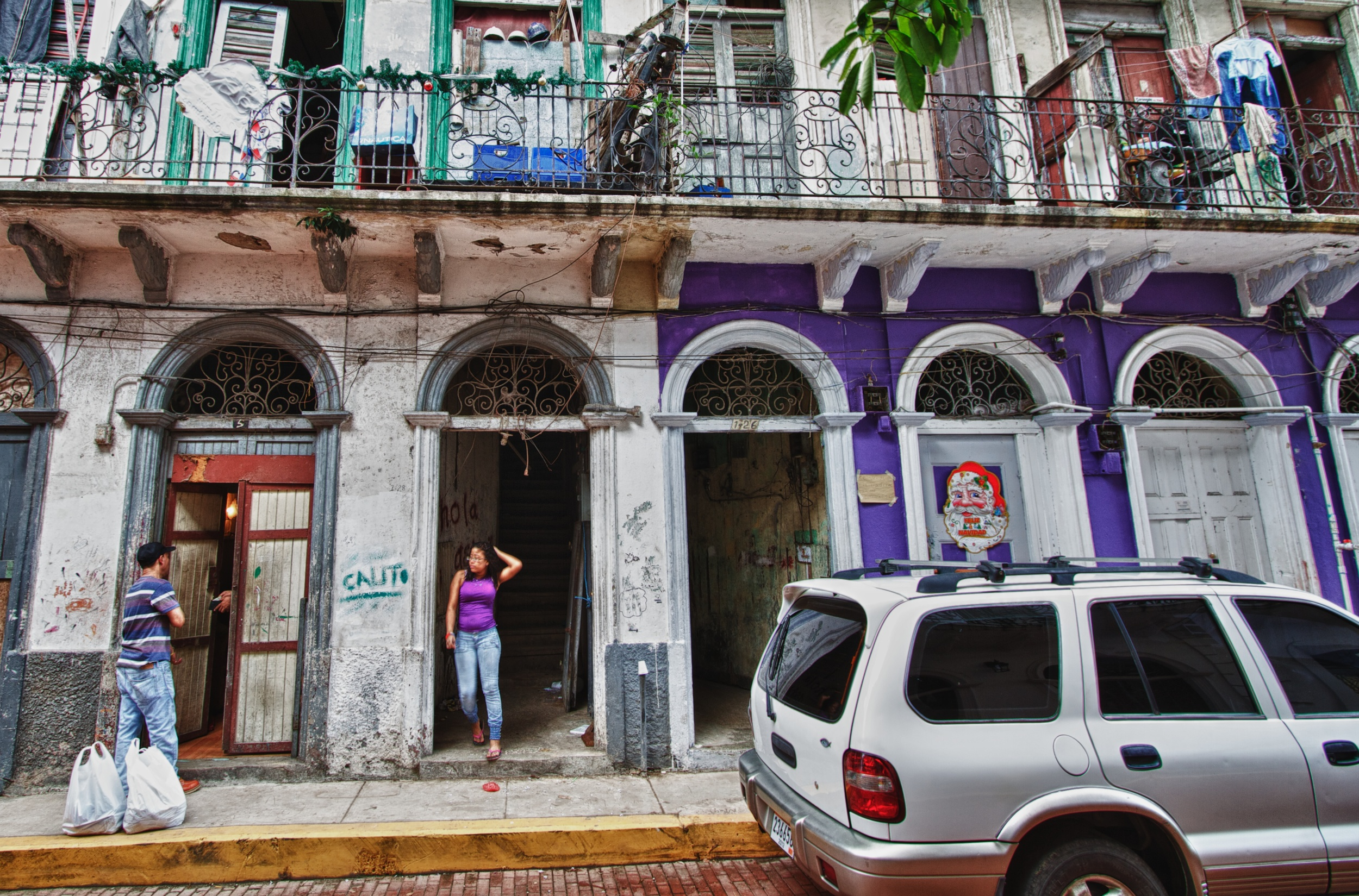 2012-12-31 at 10-15-00 Casco Viejo, Lunch, Panama, Purple, Salesman, Tenement, Doorway.jpg