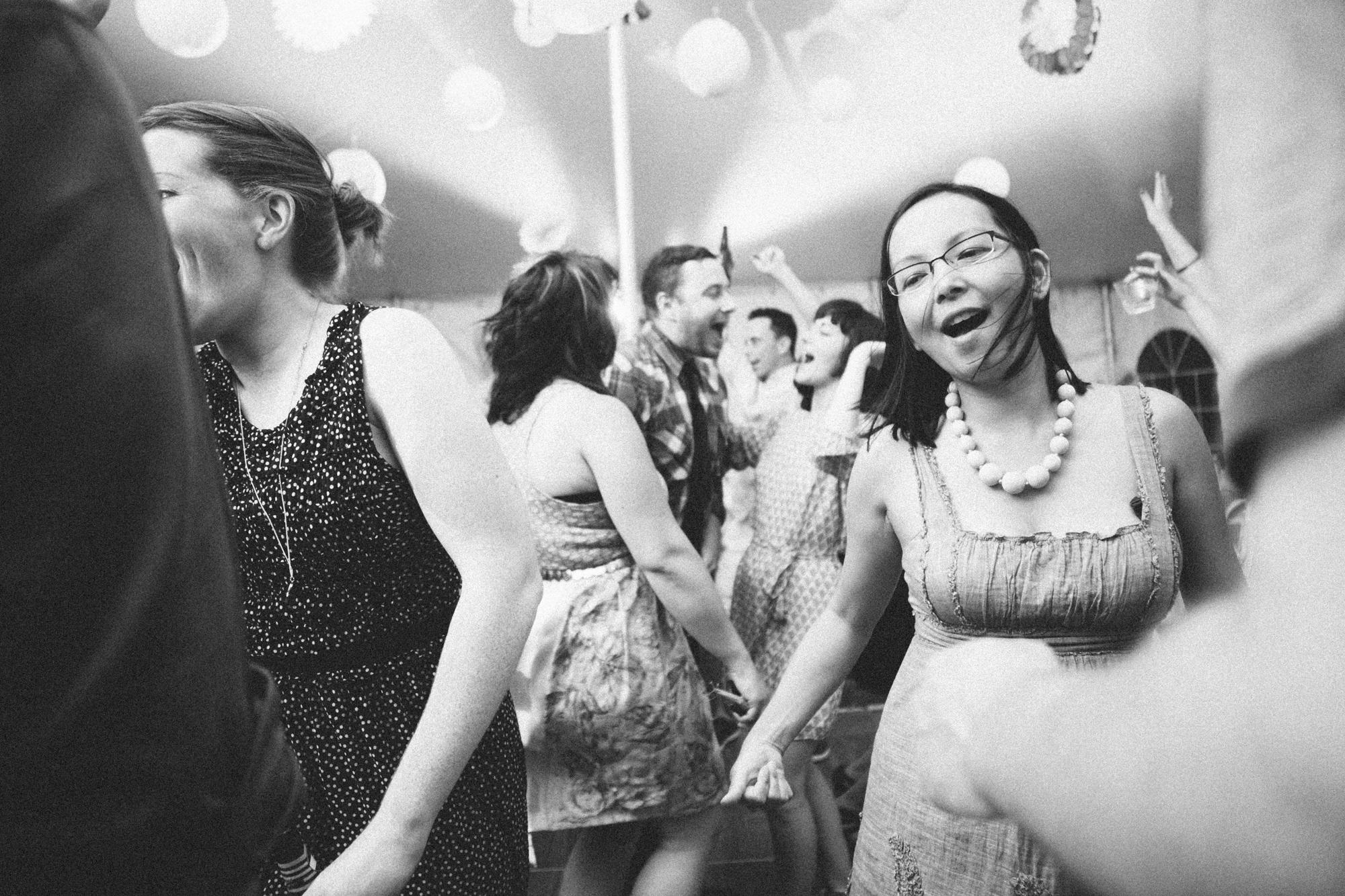 Documentary_Wedding_Photography_Dancing