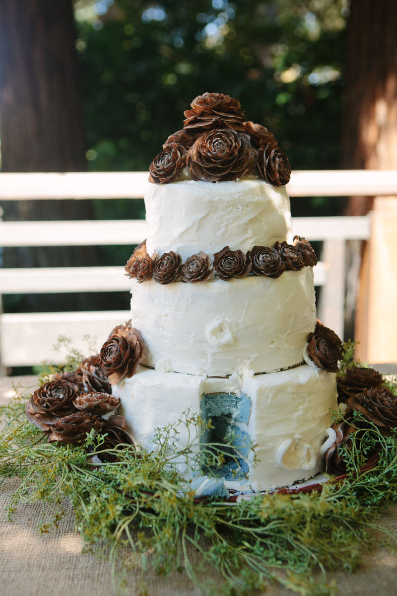 nature inspired wedding cake pinecones