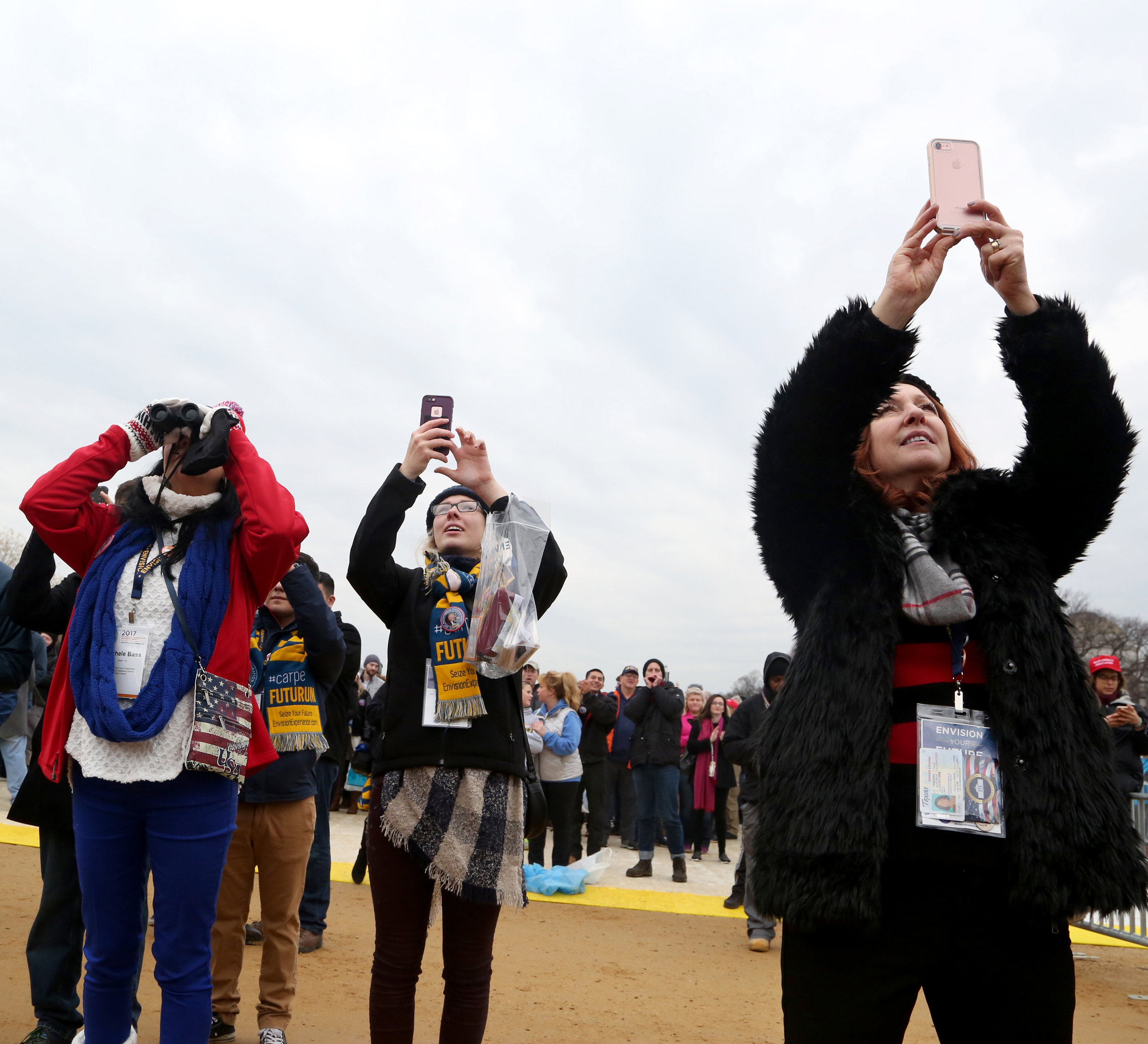 6_inauguration_caitlinfaw_cellphones.jpg